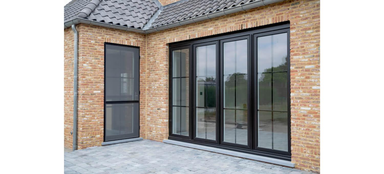 Kunststof ramen in zwarte stijl