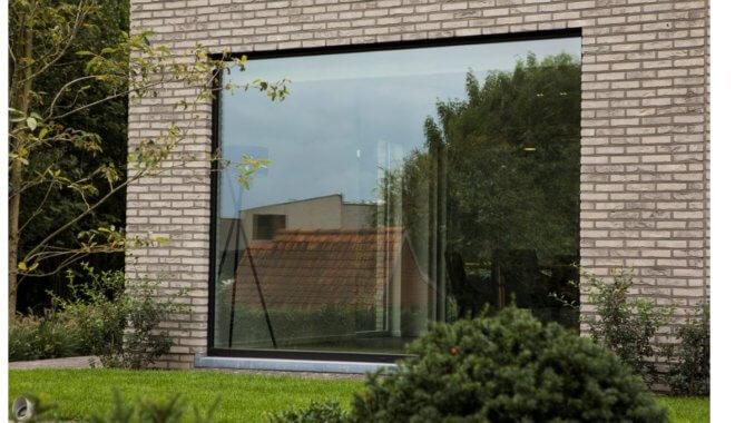 Moderne zwarte raam